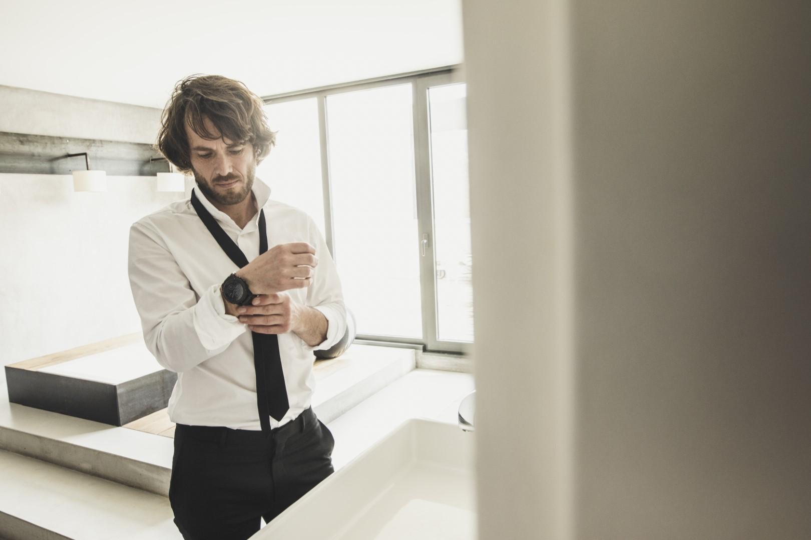 Garmin Fenix 5S Plus - Casavola Noci - Lifestyle uomo camicia